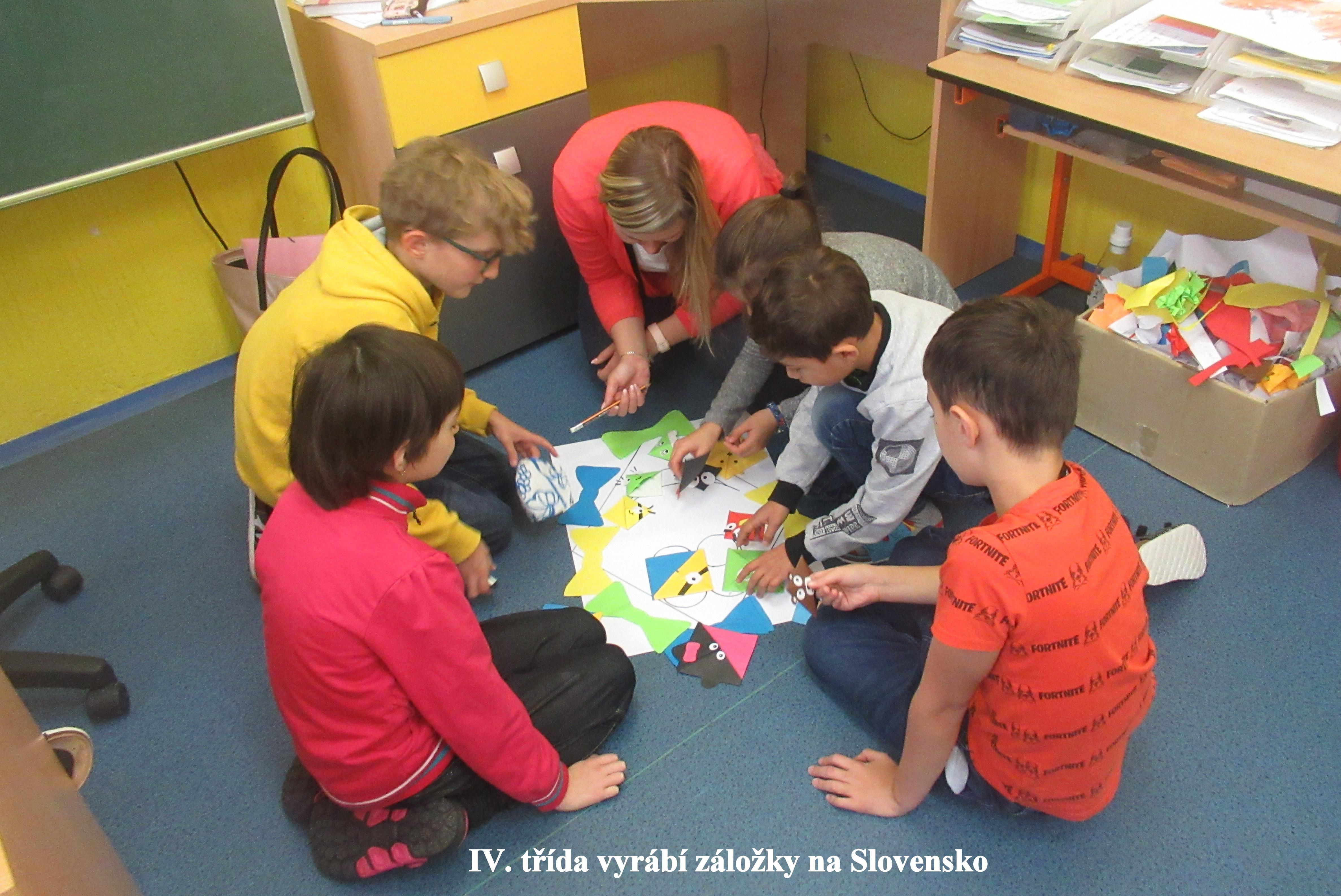 2) IV. třída vyrábí záložky na Slovensko
